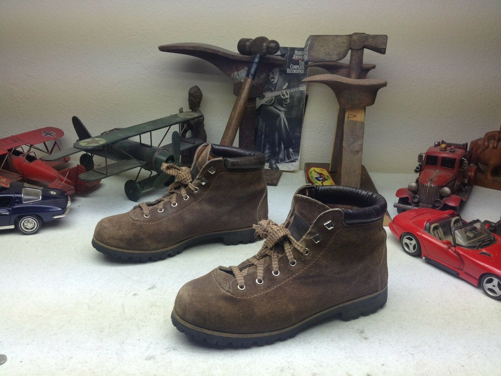 VINTAGE VASQUE BROWN LEATHER LACE UP ENGINEER MOUNTAINEER TRAIL BOSS BOOTS 8.5 N