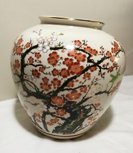 Rare-Hand-Painted-Decorative-Porcelain-Vase-by-Japanese-Kutani-Master-Artist