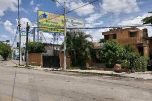 Casa en venta con gran terreno en Av. Itzáes