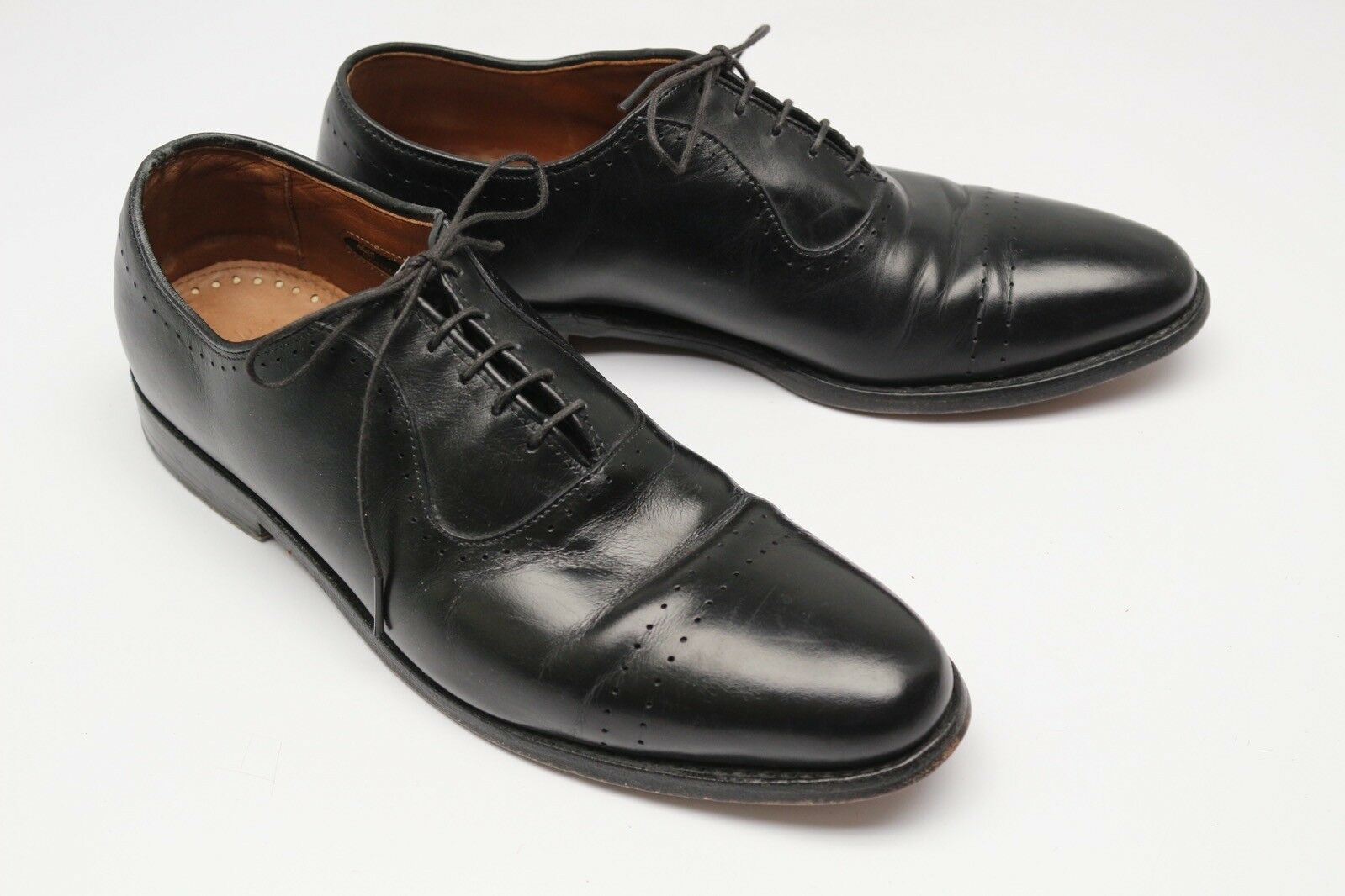 Allen Edmonds Vernon Perforado Wholecut Zapatos Oxford 9D Negro
