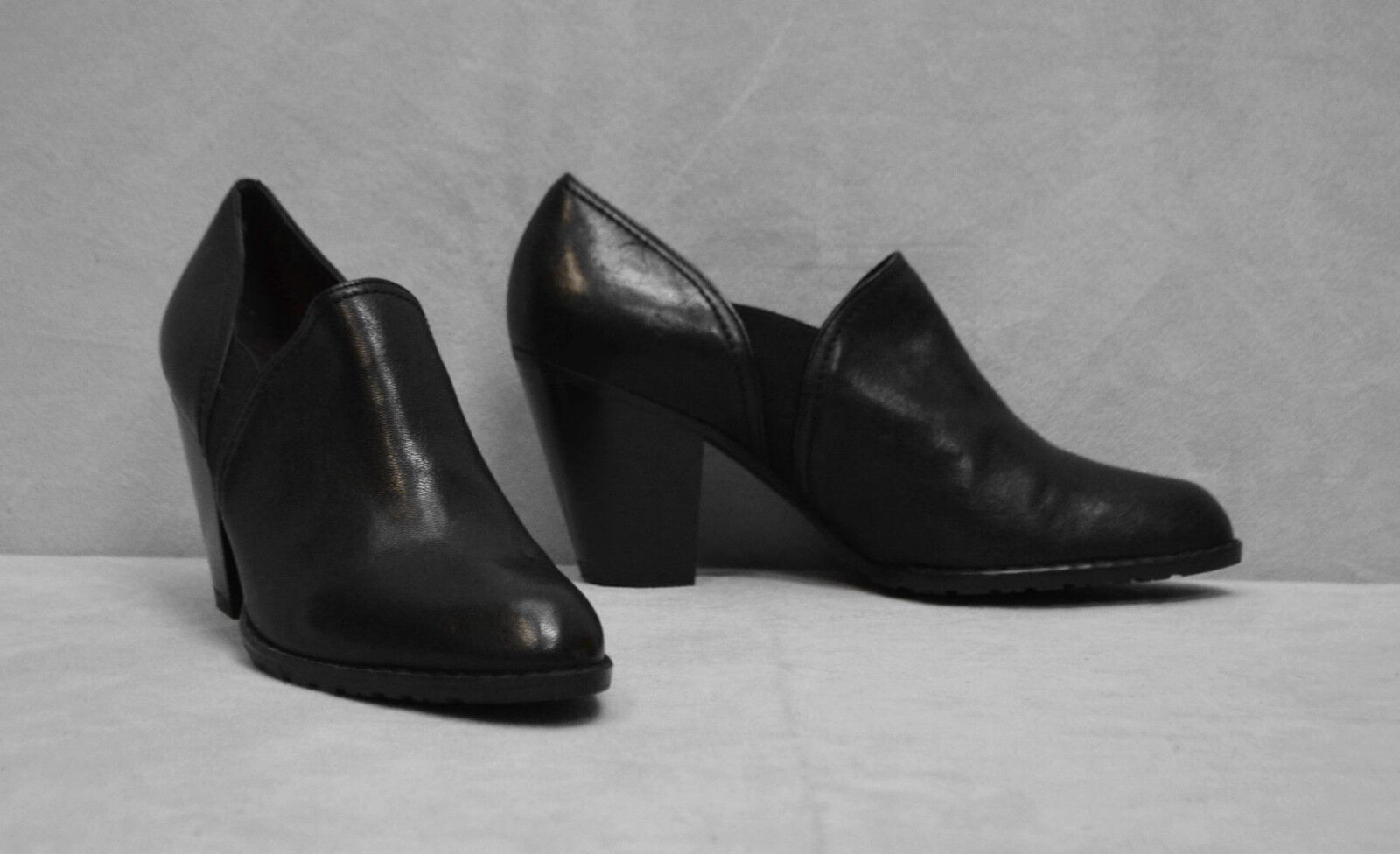 B2 Auth STUART WEITZMAN Black Leather Block Heel Bootie Pump shoes Size 7 M