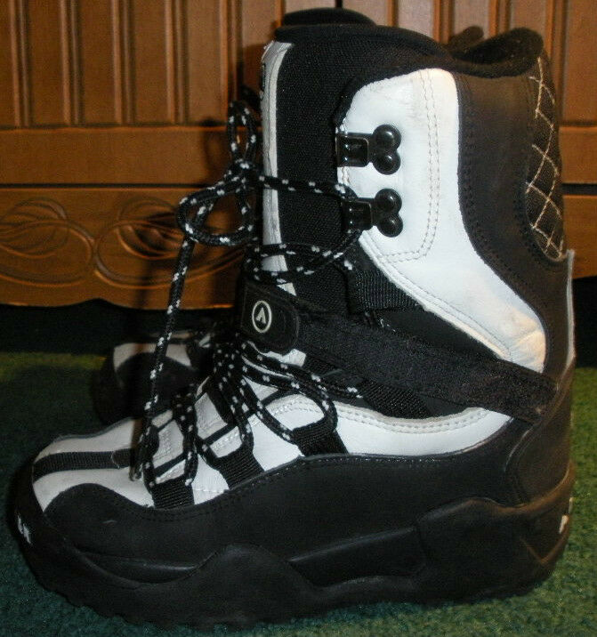 AIRWALK FREERIDE,  MENS  SIZE 5  SNOWBOARD BOOTS,