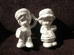 PAIR-ADORABLE-GILDED-WHITE-CHINA-FIGURINES-NEWSPAPER-BOY-GIRL-SELLING-BUNS