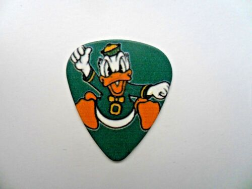 Disney Mickey /& Friends .71mm de guitarra pick pendientes de seis a elegir