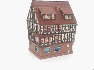 Fachwerkhaus-mit-schoenem-Erker-BELEUCHTET-Spur-N-C1201