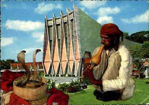 SINGAPORE-Singapur-1971-Cobra-Snake-Charmer-Postcard-National-theatre-background