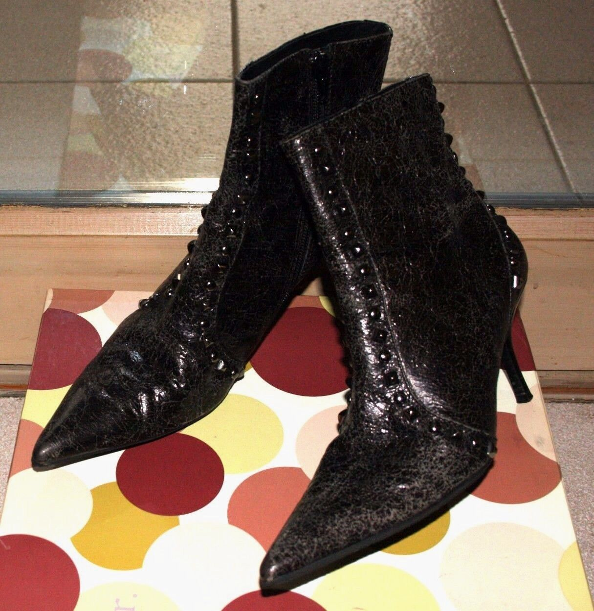 RICHARD TYLER  200 BLACK STUDDED DISTRESSED LEATHER POINTY ANKLE BOOTS 7.5 M