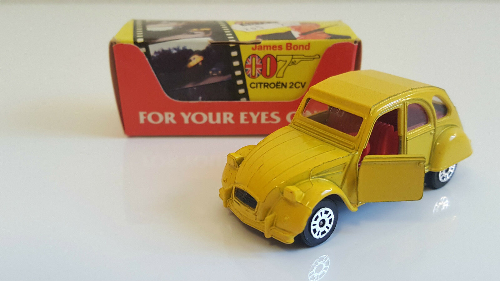 Corgi - Citroën 2 CV James Bond 007  For your eyes only