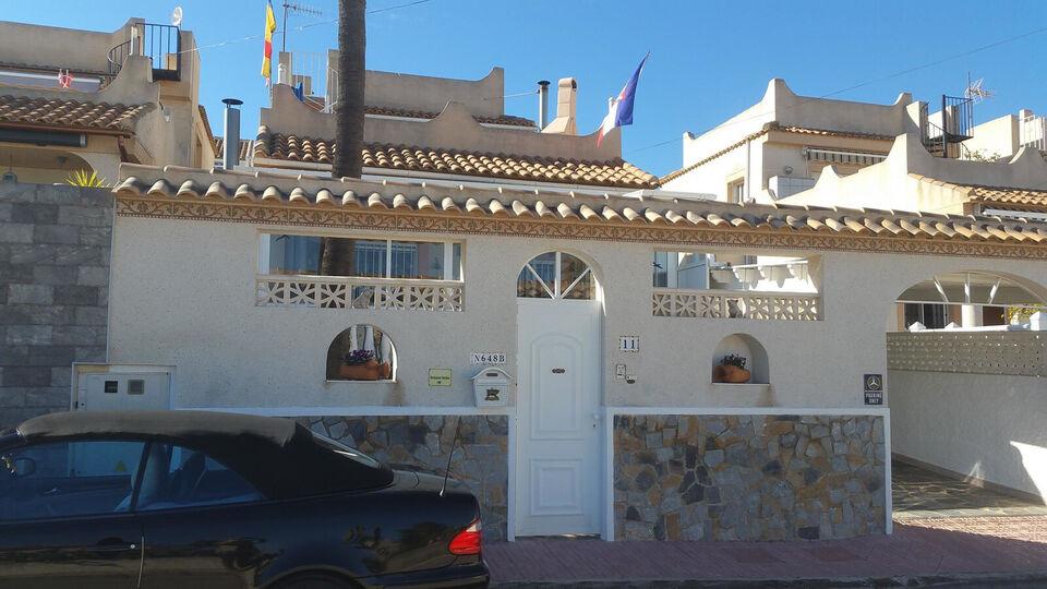 Fritstående villa i Orihuela Costa med meget fl...