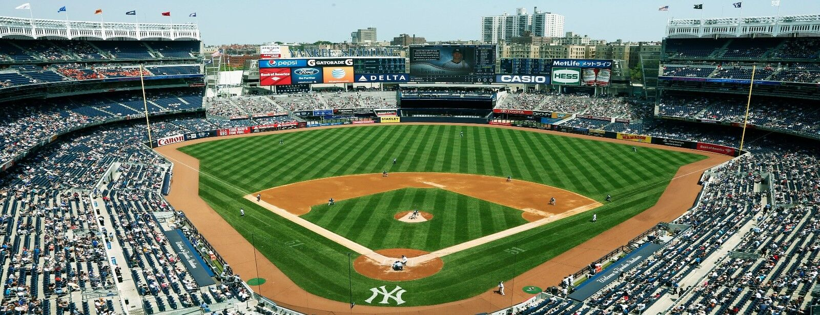 Los Angeles Angels at New York Yankees Tickets (Adult Freezer Glass)