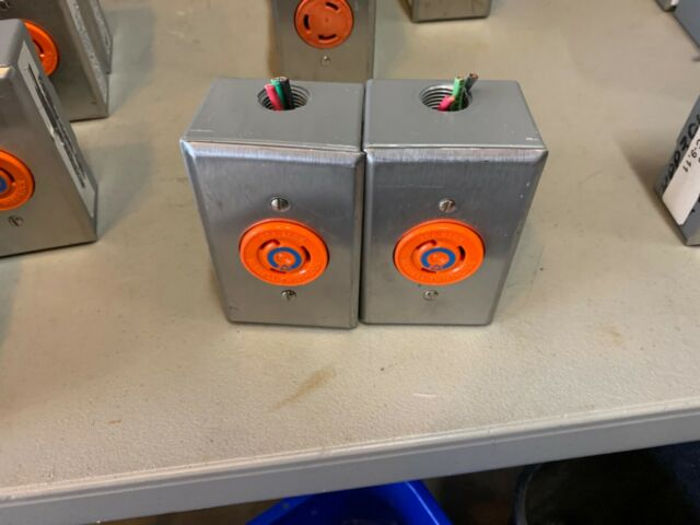 Lot of 5 HUBBELL 20 AMP 250 VOLT TWIST LOCK 3 WIRE RECEPTACLE #2