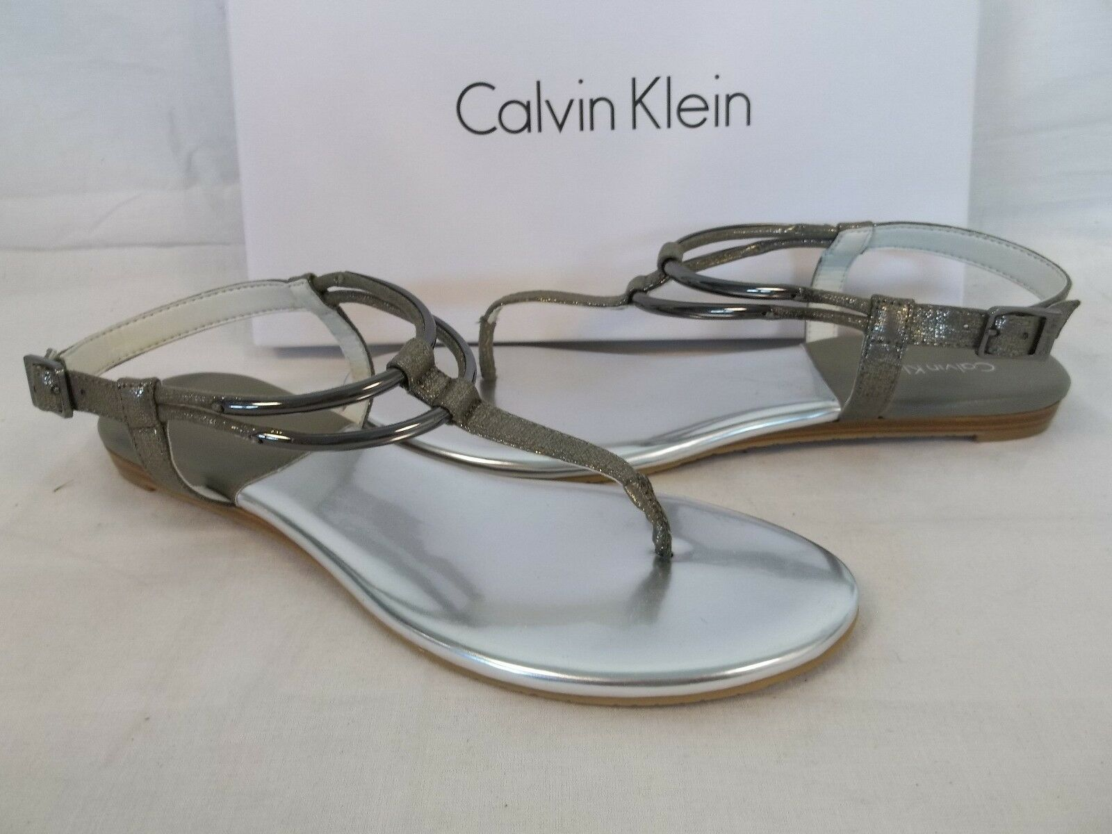 Calvin Klein Größe 8 SERENITY Olive Pewter Ankle Strap Sandales NEU Damenschuhe Schuhes
