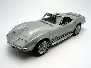 1969-Chevrolet-Corvette-diecast-model-car-1-18-AUTOart-Silver