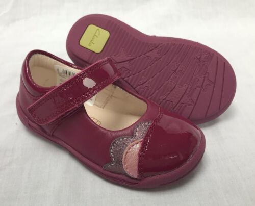 BNIB Clarks Girls Softly Caz Plum Leather First Shoes F /& G Fitting