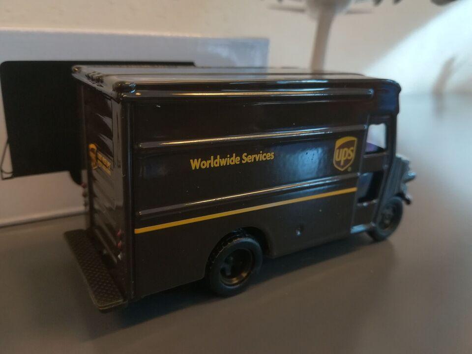 Modelbil, UPS Original UPS package delivery truck, skala