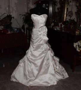 ANGELINA-FACCENDA-Bridal-Gown-Wedding-Dress-Size-8-REF-4743830