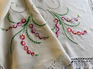 VINTAGE-HAND-EMBROIDERED-Cream-LINEN-WHITE-LACE-TABLECLOTH-46X46-Inches