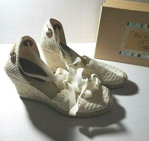 Lace up Sandals Alegria Size 8M Cream