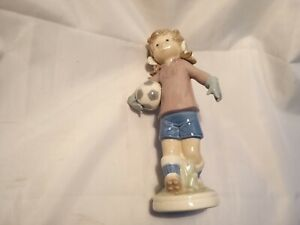 LLADRO-SPORT-BILLY-5134-GIRL-WITH-FOOTBALL-IN-EXCELLENT-CONDITION-RARE