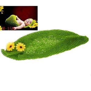Fotoshooting-Neugeborene-Baby-Cocoon-mit-Blumen-Foto-Shooting-Kokon-Erbse