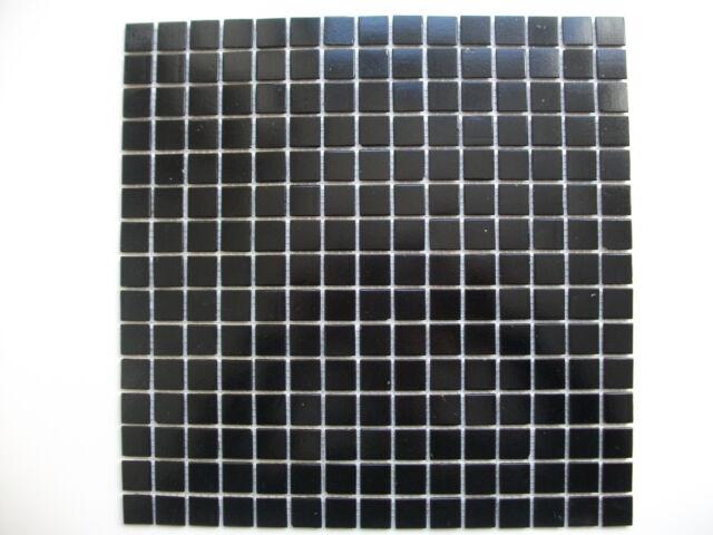 Durchgefärbtes Glasmosaik schwarz  2 x 2 cm, Matte 31,7 x 31,7 cm, 4mm Stärke