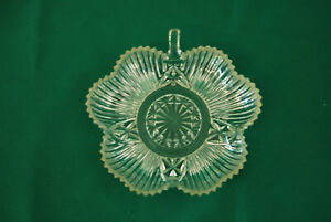 Clear-Crystal-Glass-Shamrock-Clover-Leaf-Candy-Dish-Very-Good-Condition