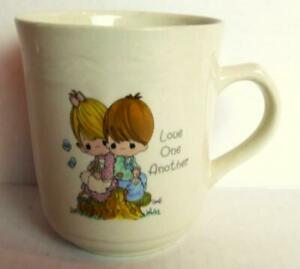 Precious-Moments-Cup-Vintage-Love-One-Another-1994