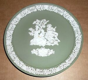 Wedgwood Green Jasperware 1986 Valentines Limited Edition Plate - <span itemprop=availableAtOrFrom>Huddersfield, United Kingdom</span> - Returns accepted within 14 days. Most purchases from business sellers are protected by the Consumer Contract Regulations 2013 which give you the right to cancel the purchase within 1 - Huddersfield, United Kingdom