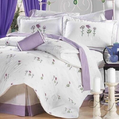 Amore Weiß with lila Floral Reversible Comforter Set by Intima Hogar