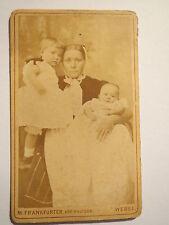 Wesel - Frau mit 2 kleinen Kindern / CDV
