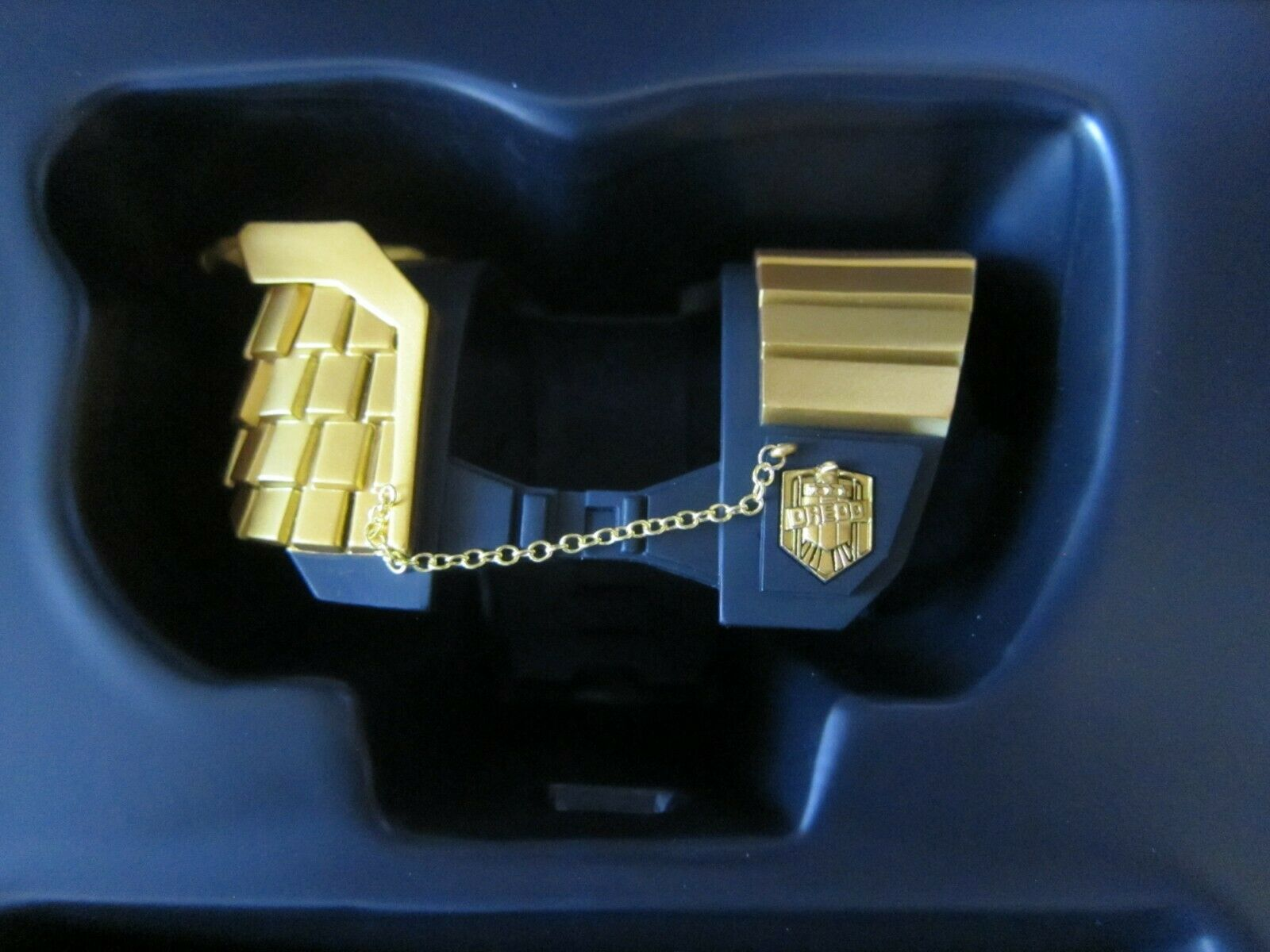 VTS 1 6    JUSTICE JUDGE  JUDGE DREDD - SHOULDER ARMOR+CHEST EMBLEM - US SELLER 25fefd