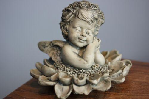 Blütenengel Margaritte 11 cm Durchm betonfarben aus Resin H 9,5 cm