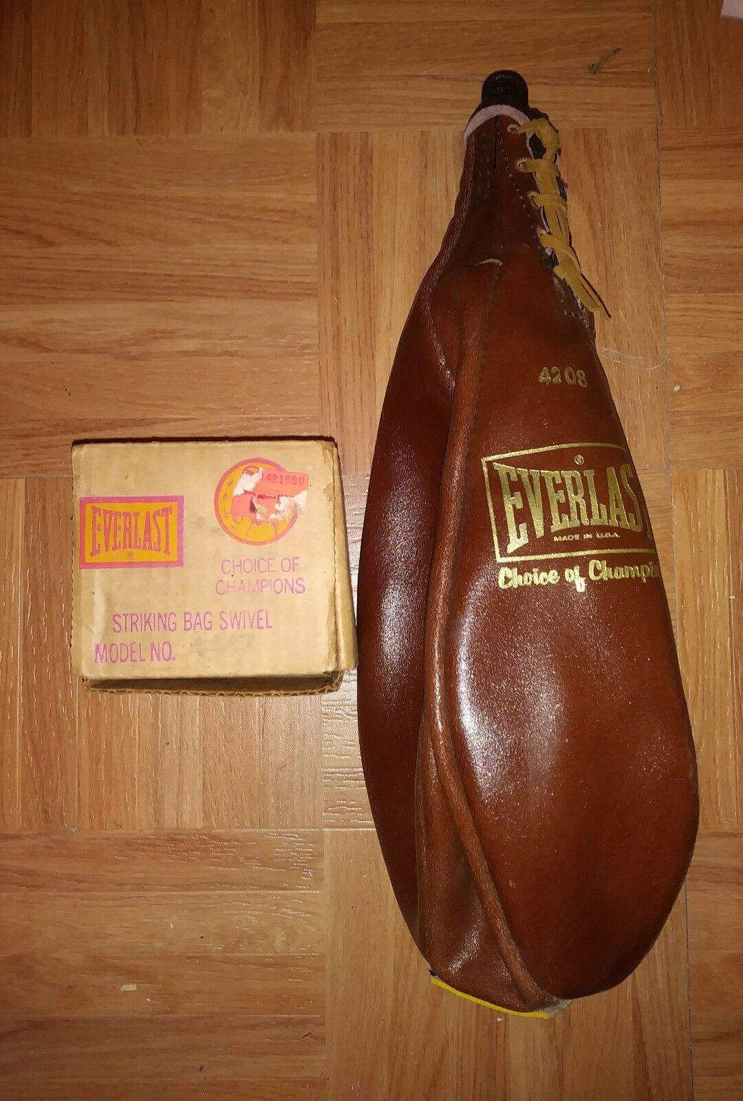 NEW VINTAGE  EVERLAST STRIKING BAG SWIVEL RARE MODEL WITH MANUAL AND LEATHER BAG