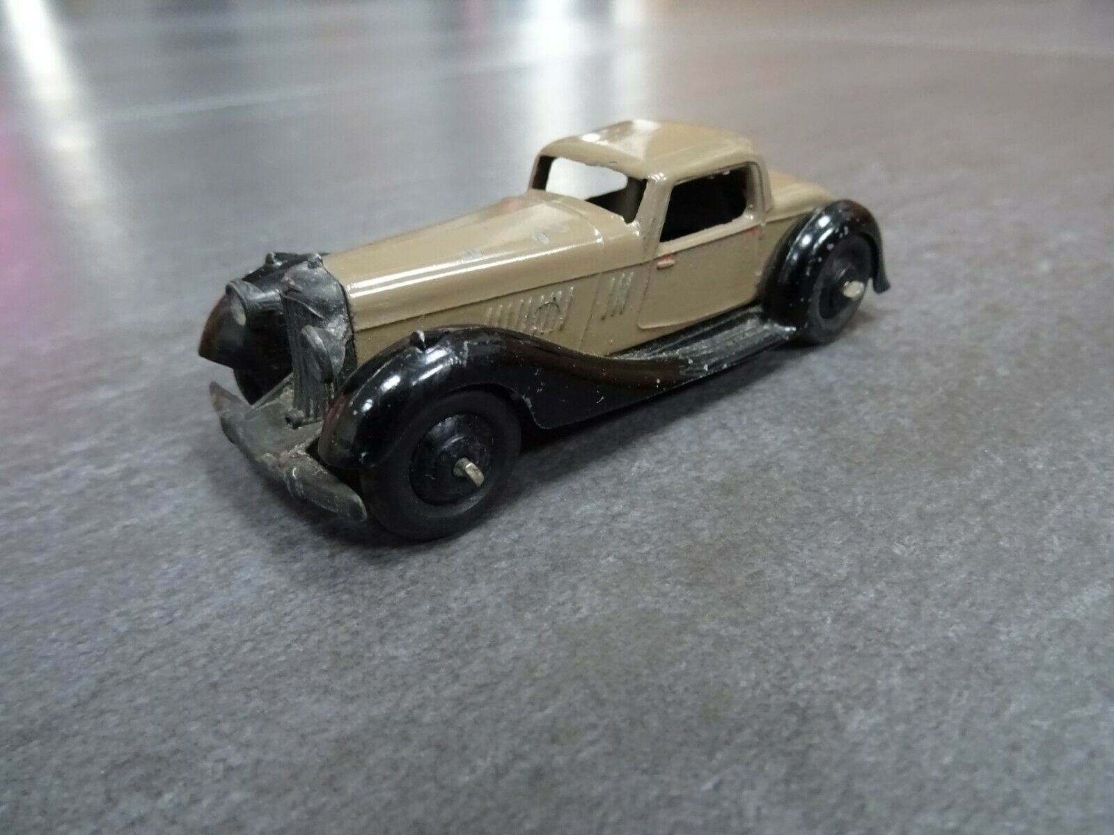 Dinky Toys - Bentley 2 Seater Sports Coupe. Brown   black - original - VERY RARE