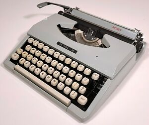 ROYAL SIGNET VINTAGE TYPEWRITER 1960s SILVER-SEIKO MID-CENTURY LOW PROFILE