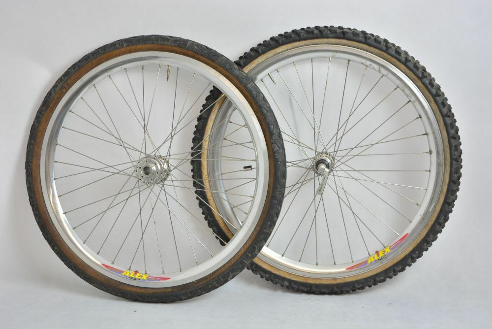 SHIMANO DEORE XT +  ALEX rims downhill old wheelset 26'    VGC     front hub 20mm  good quality