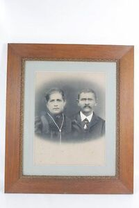 Very-Beautiful-Age-Picture-Frame-With-Picture-Wood-Frame