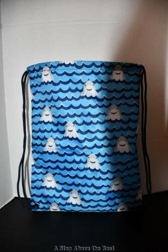 Thirty One Cinch Sak in Shark Party NEW