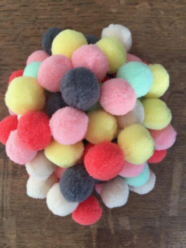 Fluffy pompons Couleurs mélangées X 10 X 25 X 50 20 mm-taille moyenne Top Qualité UK