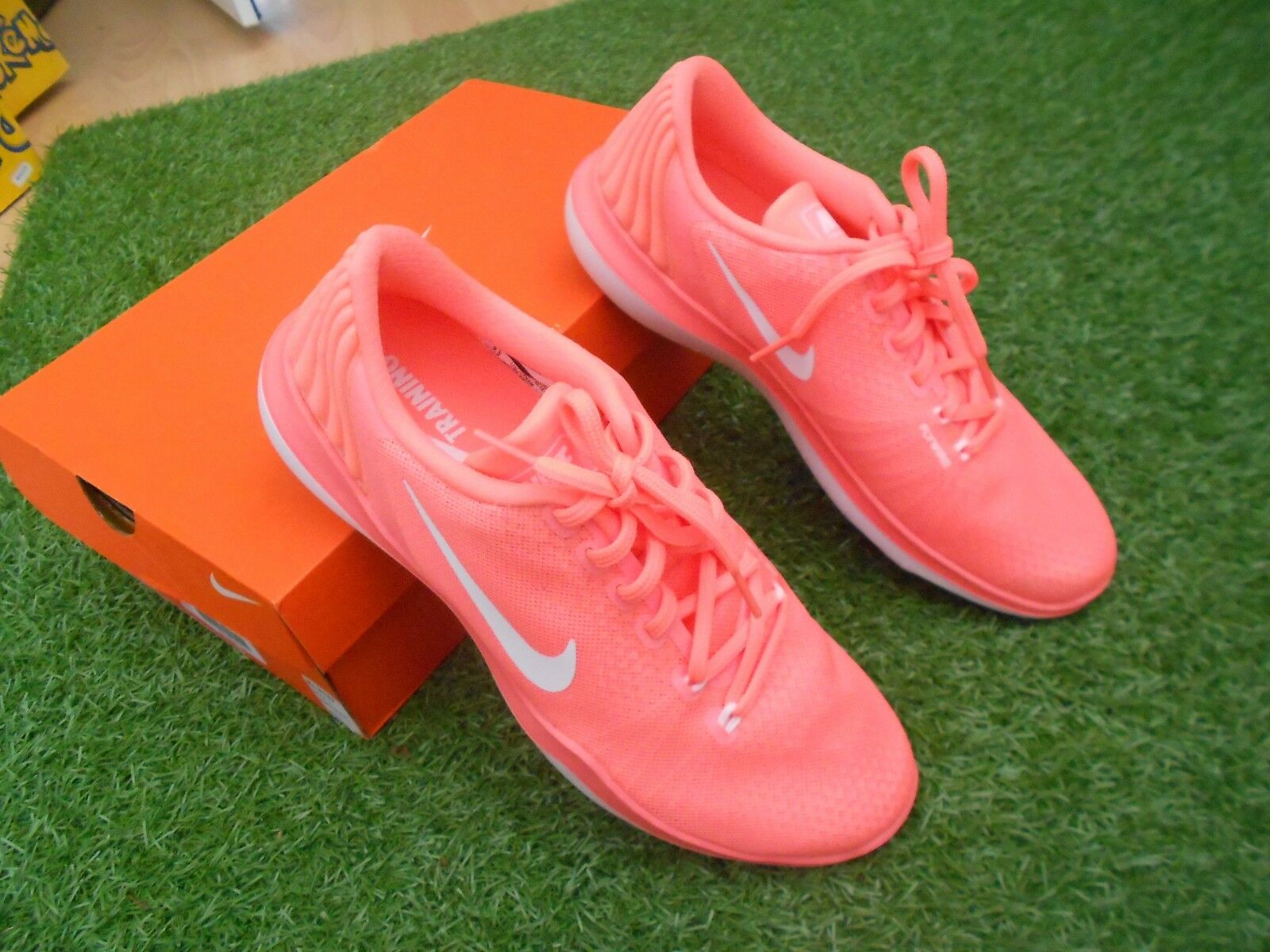 NIKE TRAINING FLEX SUPREME TR5 TRAINERS- SZ 7 - BOXED & NEVER USED