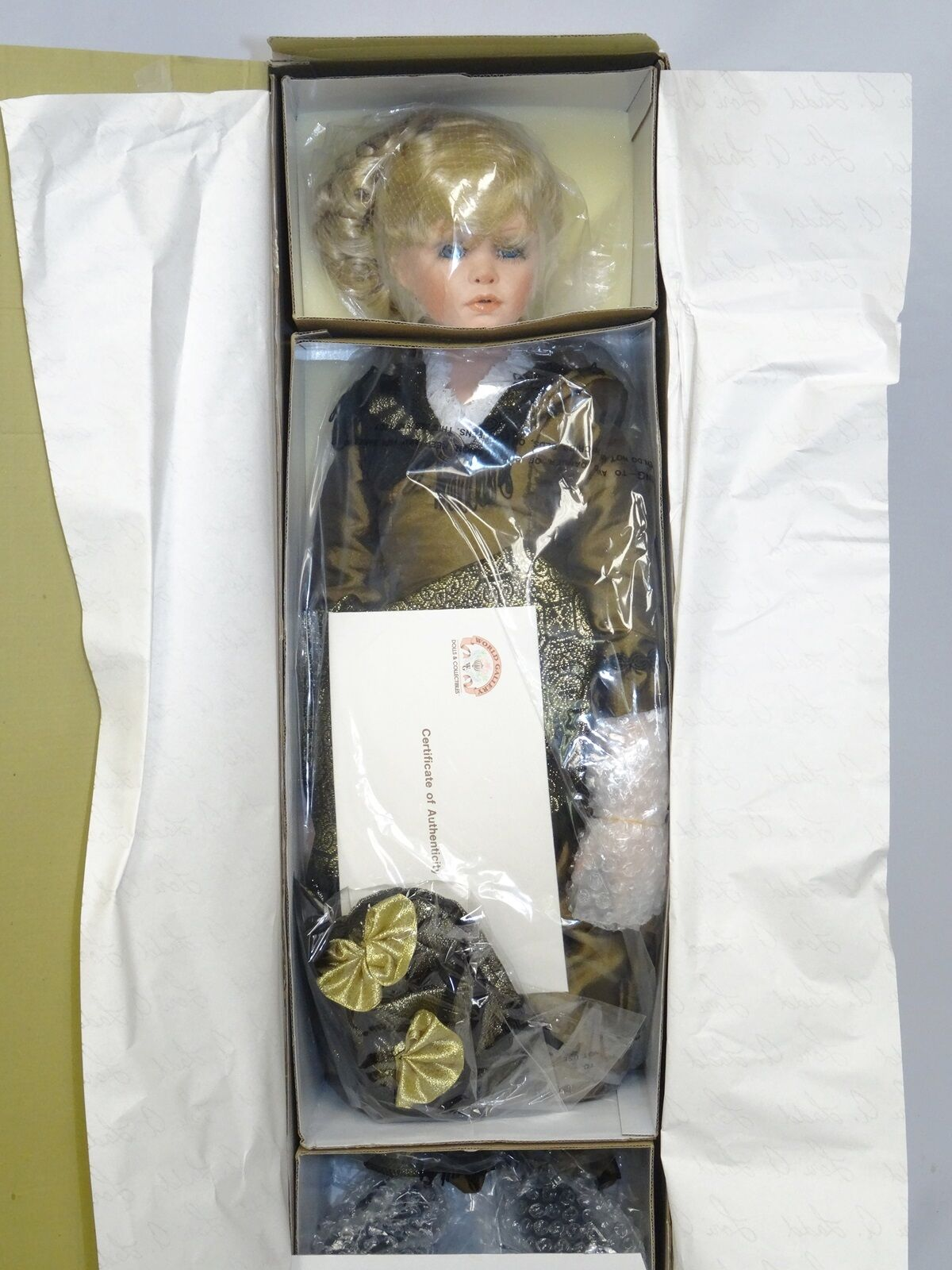 LIMITED EDITION LL-09 ELIZABETH WORLD GALLERY DOLL ~ 26  NEW IN BOX