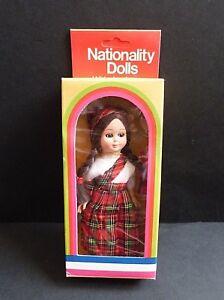 Vintage Scotland Nationalité Poupée Avec Sleeping Eyes In Box * 1970 S * Rétro-afficher Le Titre D'origine