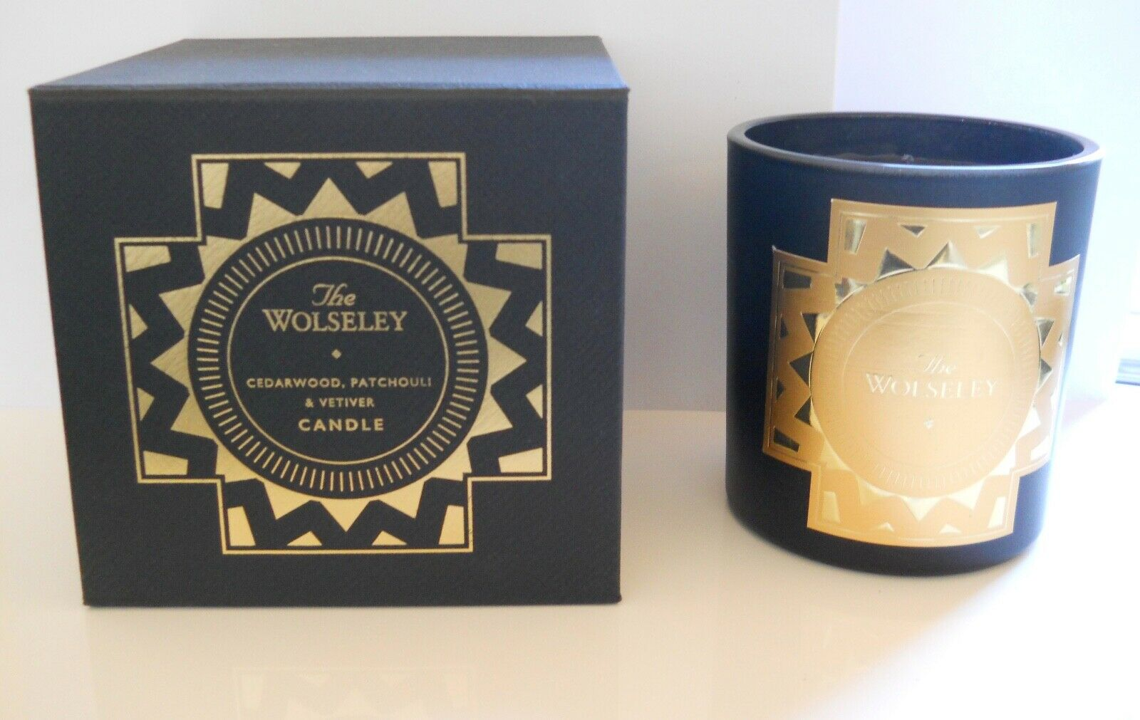 BNIB The Wolseley Scented Candle 400g   Cedarwood Vetiver Patchouli