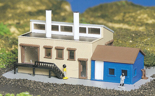 Bachmann Plasticville N scale  Building Factory with Accessories 45902 NEW