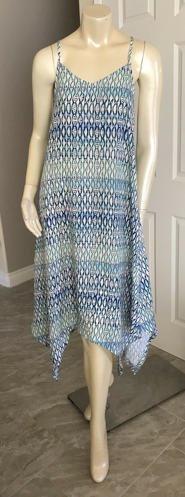 NWT  Sanctuary Sleeveless bluee  Hi-Low Printed Dress small