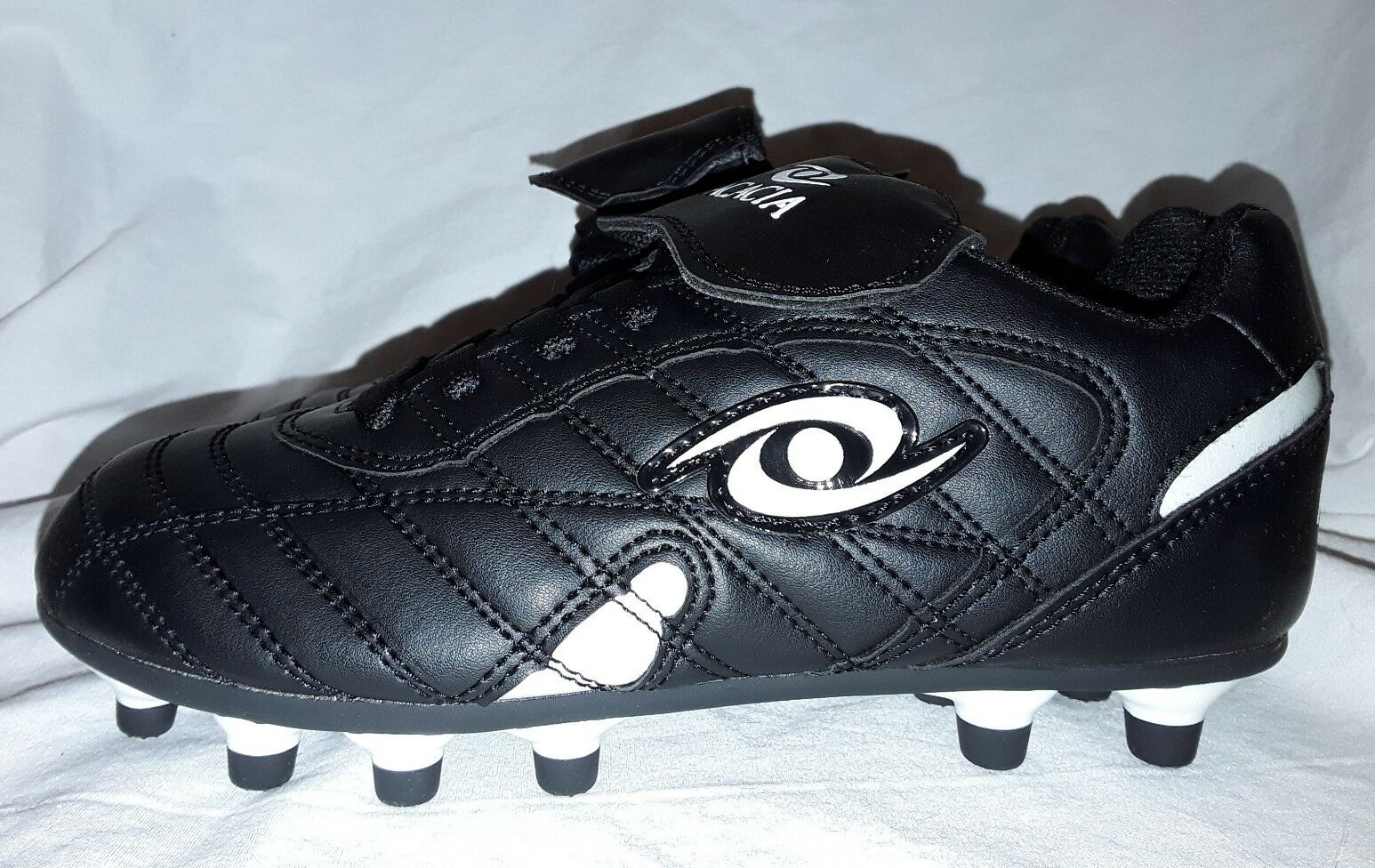 Classic Sport Youth Low Soccer Cleats Pink NWOB