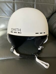 smith-ski-helmet-Size-Small