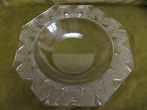 """french crystal octogonal bowl Lalique france ferns pattern """"aux fougères"""" - France - Beautiful french Crystal octogonal bowlLalique France markedfern pattern """"aux fougres""""very good condition from use, minor air bubble diameter (max) 28,8cm (11,33inch), height 5,2cm (2,04inch)weight 1280gr (45,15oz)others photos on requestworldwid - France"""