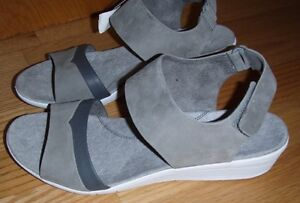 Details about Hush Puppies Body Shoe Grey Leather Ankle Strap Open Toe Wedge Sandal 11 medium