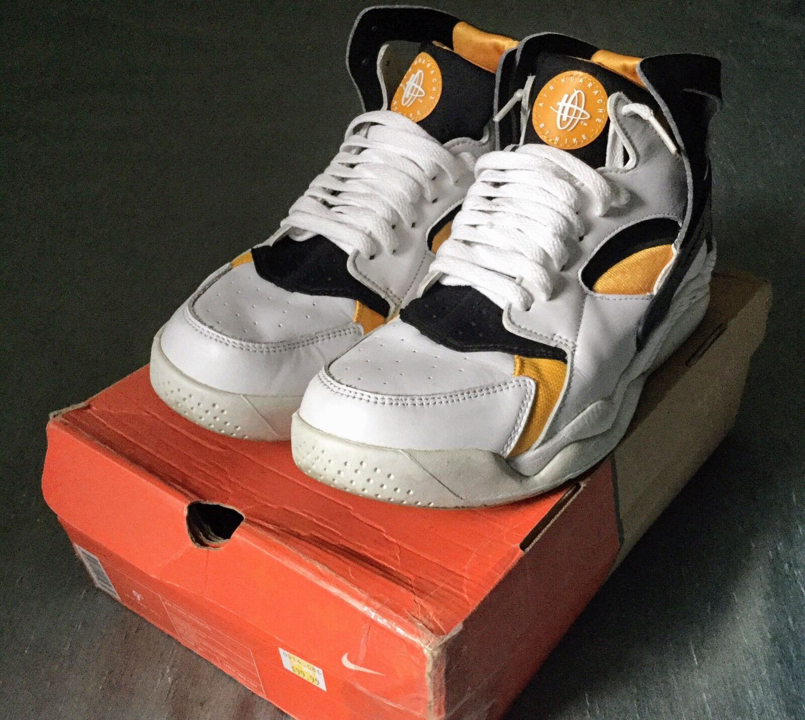 NM Nike Air Flight Huarache 305439-102 white black pro gold 2018 size 9 The latest discount shoes for men and women